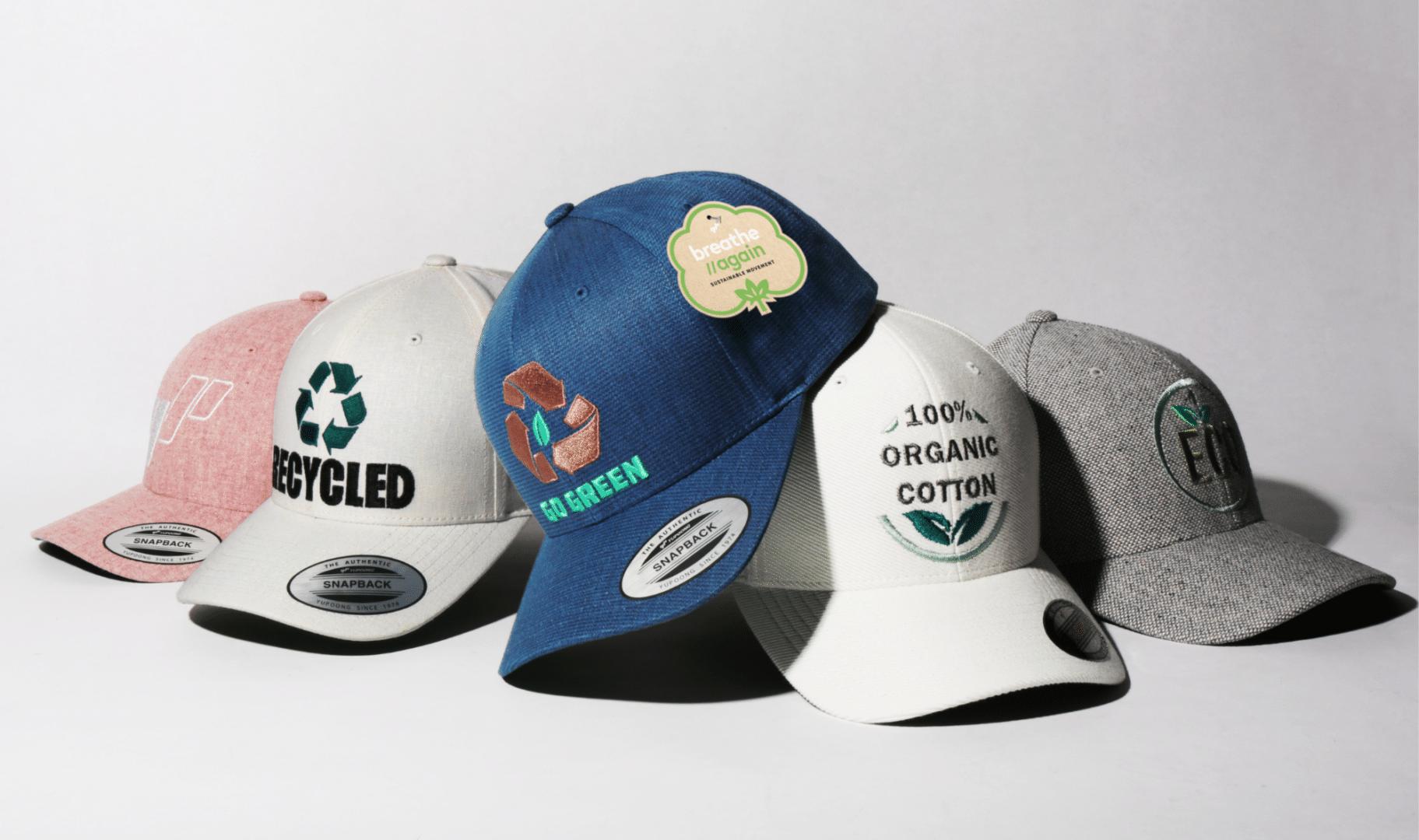 Gorras pertenecientes a la colección Breathe Again fabricadas por Flexfit