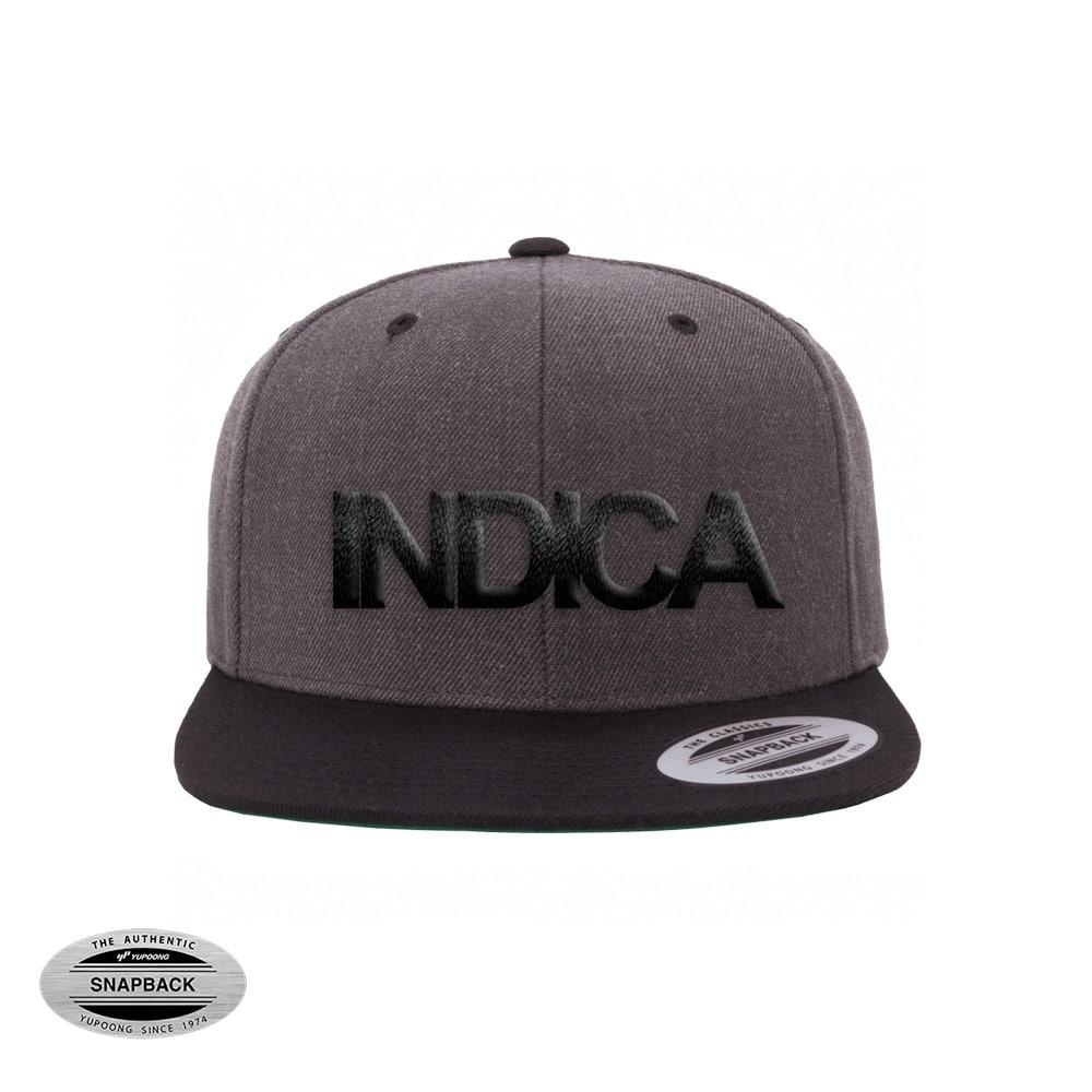 Indica Snapback Flexfit, gorro de la línea The classics, color dark heather black con bordado frontal INDICA en 3D