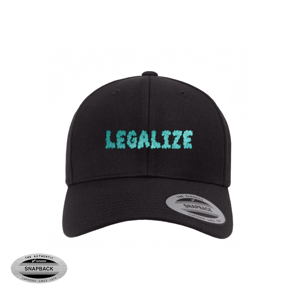 Legalize snapback flexfit,gorro de la línea The classics, de color negro con bordado plano frontal de color turquesa