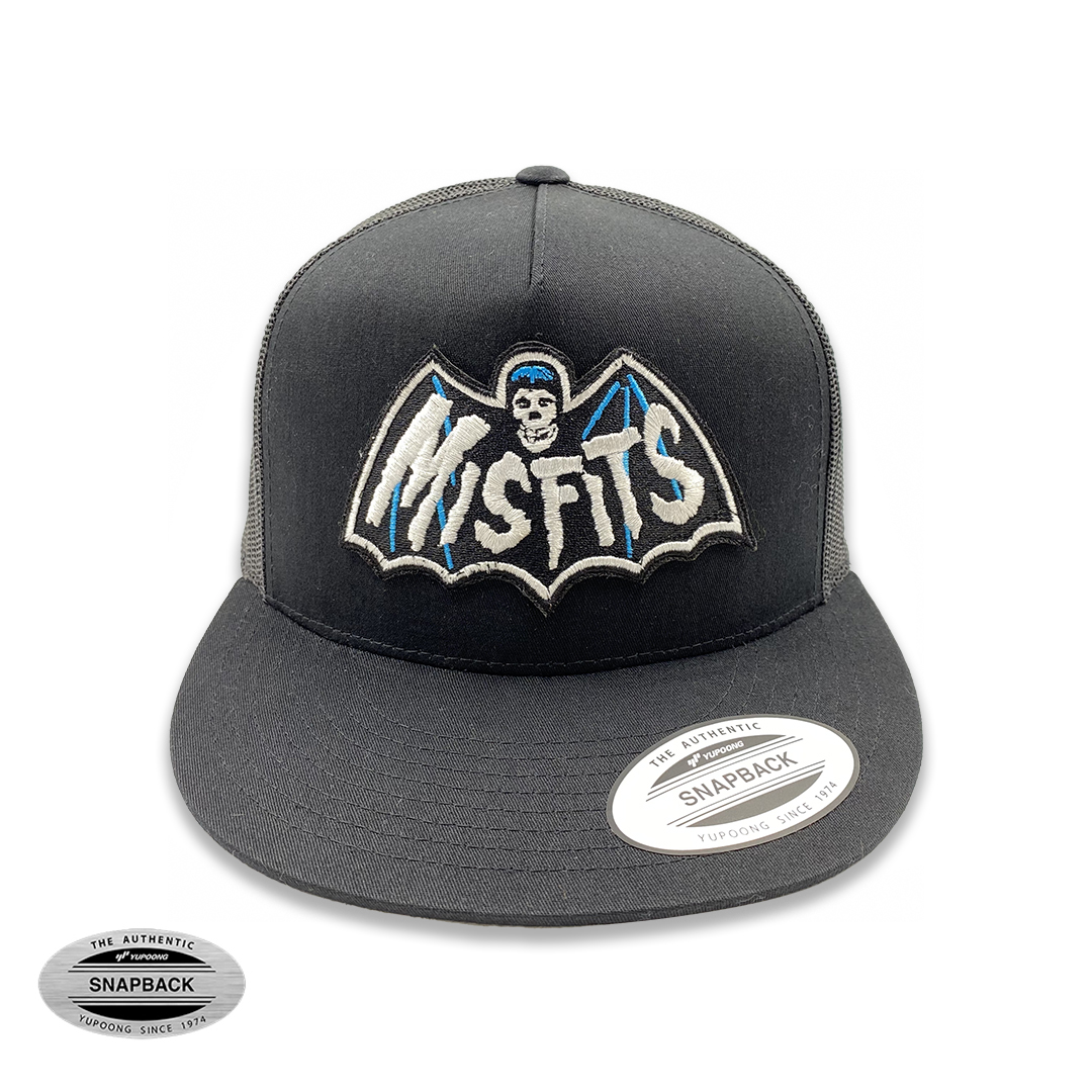 Misfits Bat Trucker Flexfit, gorro de la línea The classics, de color negro y malla posterior con parche bordado frontal
